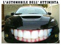 2025-auto-disegnato-sorriso-cofano.jpg